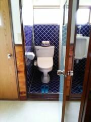 洗浄便座付きの男性洋式トイレです。