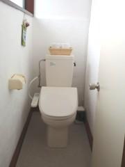 洗浄便座付きの方の女性洋式トイレです。