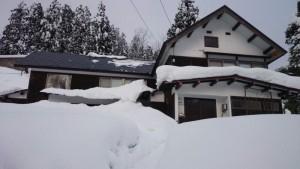 年末年始雪かきをさぼっていたら、この通り