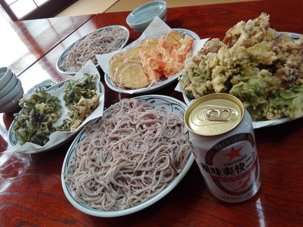 山菜天ぷらそばとビール‼